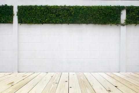 Des panneaux en béton pour un clôture