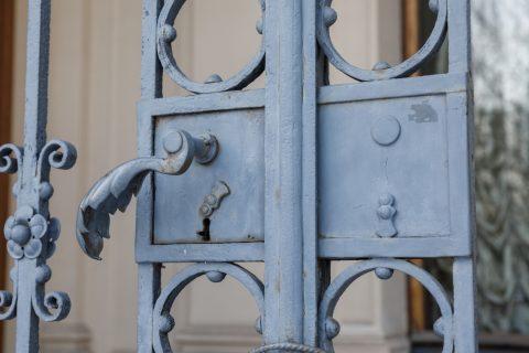 Serrure d'une porte en fer