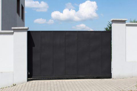 Portail de couleur noir